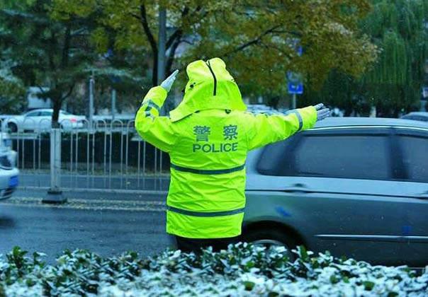 新款警用反光执勤服雨衣套装具有防雨、反光的效果