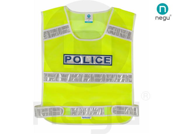 交警反光背心不仅仅是几条反光带缝在基底面料上,而是还有肩袢、袖袢、胸章、手台袢、口袋等配饰